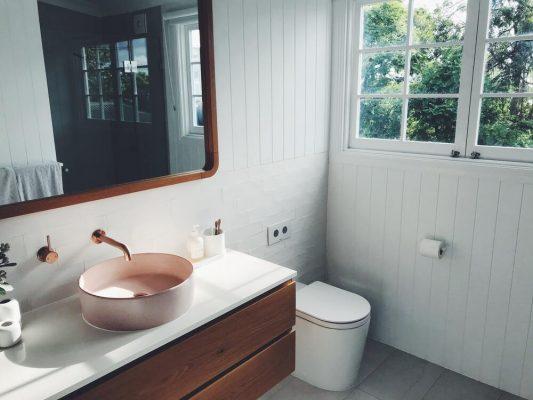 gevaren van schimmel in badkamer